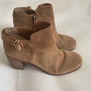Sarto Ankle Booty suede W/Chunky Heel, size 9!!